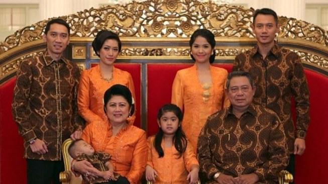 Model Baju Lebaran Keluarga Sby Drdp Intip 5 Gaya Busana Lebaran Ani Yudhoyono Selama 5 Tahun