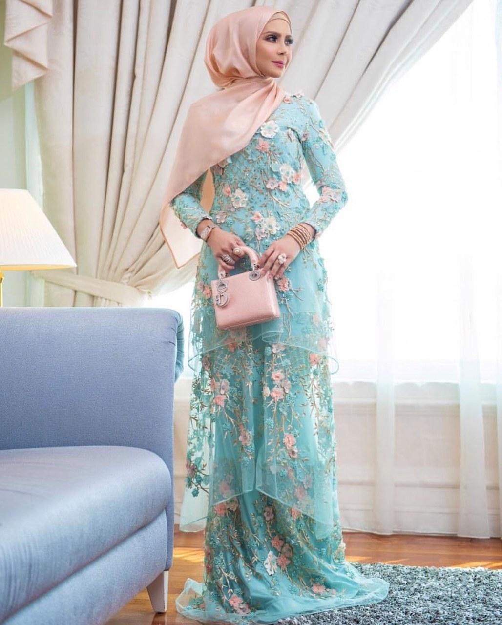 Model Baju Lebaran Tahun 2019 Tldn Ide Populer 38 Baju Raya Artis 2019