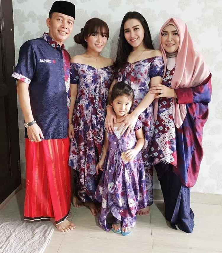 Model Desain Baju Lebaran Jxdu 15 Baju Lebaran Keluarga Artis Terkenal Di Indonesia