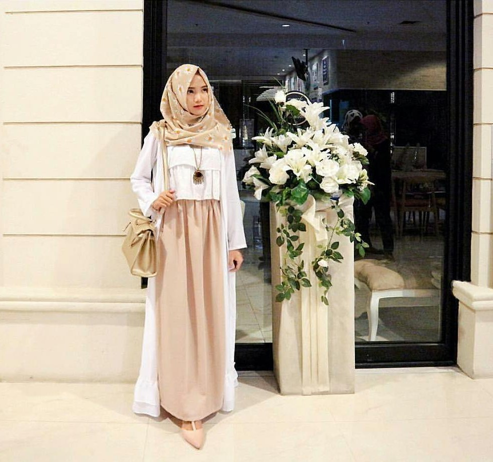 Model Fashion Baju Lebaran 2019 Wddj 20 Trend Model Baju Muslim Lebaran 2018 Casual Simple Dan