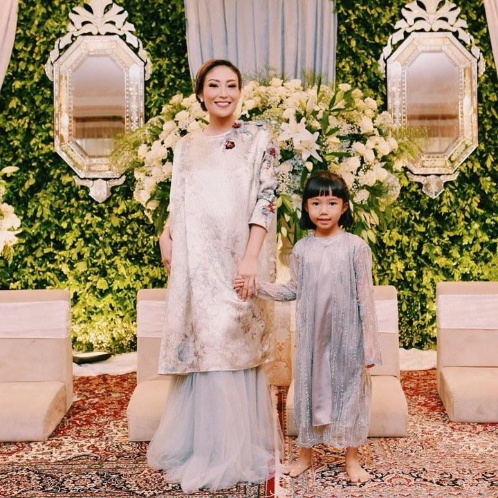 Model Inspirasi Baju Lebaran Keluarga 2019 Drdp 6 Inspirasi Model Busana Anak Artis Untuk Baju Lebaran Si