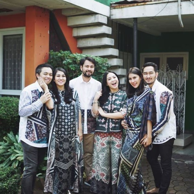 Model Inspirasi Baju Lebaran Keluarga 2019 Etdg Inspirasi Seragam 10 Keluarga Seleb Bisa Kamu Tiru Saat