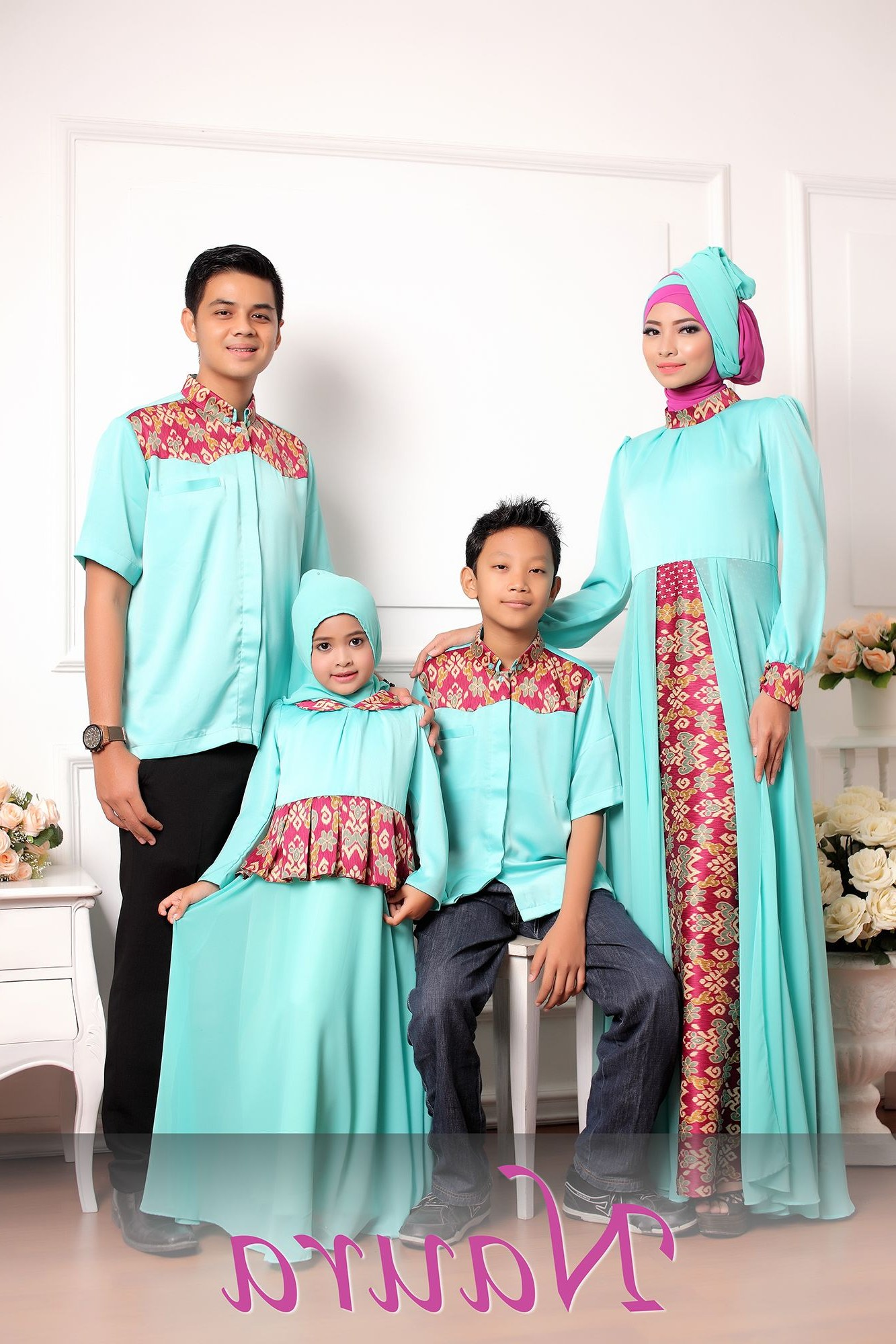 Model Inspirasi Baju Lebaran Keluarga 2019 S1du Pin Oleh Dini Tasriva Di Gamis Batik Di 2019