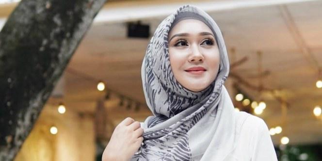 Model Model Baju Lebaran Dian Pelangi 2019 X8d1 Baju Muslim Streetwear Dian Pelangi Di Nyfw 2019