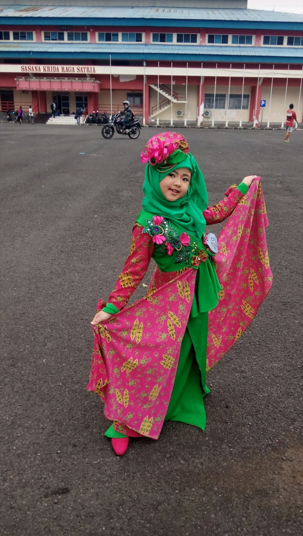 Dress_muslim_anak_pesta_fashion_show_2_model.jpg