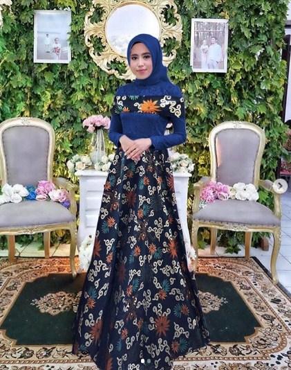 Model-Baju-Gamis-Batik-Kombinasi-Polos.jpg