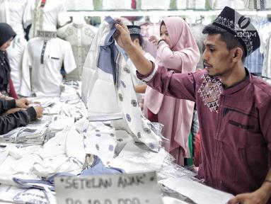 019642300_1557045485-20190505-Berburu-Busana-Muslim-Ramadan-di-Pasar-Tanah-Abang1.jpg