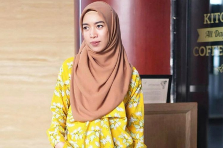 tips-padupadan-busana-hijab-warna-kuning-170523q_3x2.jpg