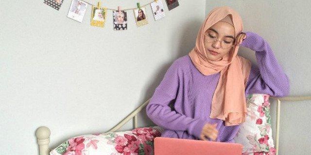 tutorial-hijab-modis-nan-simpel-untuk-cewek-berkacamata-1701135.jpg