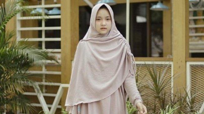 73844-5-gaya-hijab-nissa-sabyan.jpg