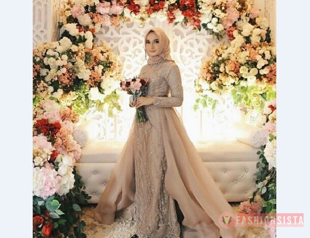 Model-Kebaya-Muslim-Berekor-Coksu.jpg