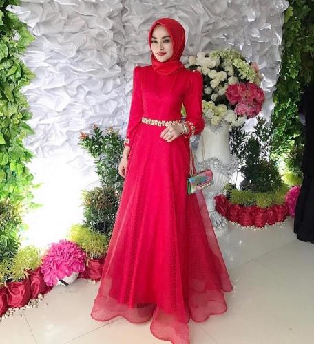 inspirasi-model-baju-kondangan-warna-putih-elegan-25-koleksi-gaun-pesta-muslim-buat-penampilanmu-makin-kece.jpg
