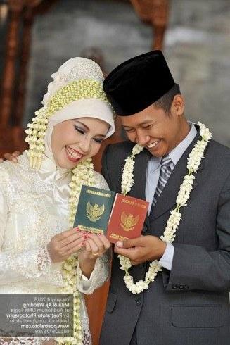Bentuk Baju Kebaya Pengantin Muslim J7do 17 Foto Pengantin Dg Baju Gaun Kebaya Pengantin Muslim