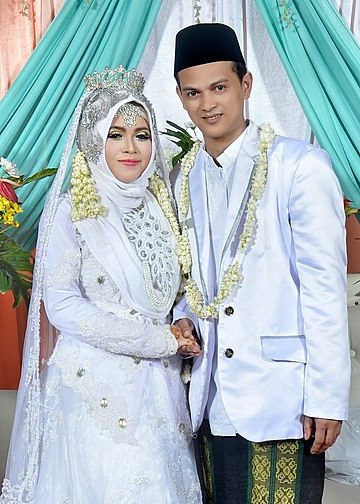 Bentuk Gaun Pengantin Muslim Ala India Kvdd National Costume Of Indonesia Wikiowl
