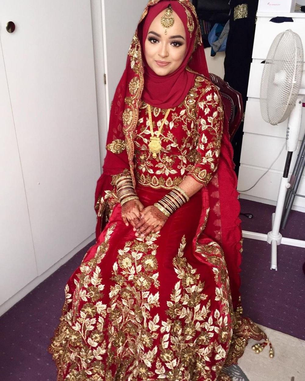 Bentuk Gaun Pengantin Muslimah Warna Merah Marun E9dx 20 Inspirasi Riasan Pengantin Ala India Untuk Wanita Berhijab