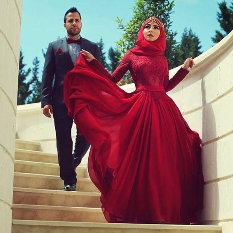 Bentuk Gaun Pengantin Muslimah Warna Merah Marun Fmdf 20 Inspirasi Gaun Pernikahan Yang Gak Berwarna Putih Agar