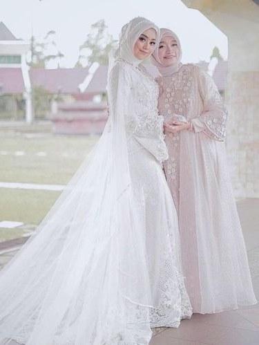 Bentuk Gaun Pernikahan Muslimah Elegan S5d8 8 Inspirasi Gaun Pengantin Muslimah Dari Artis Hingga Selebgram