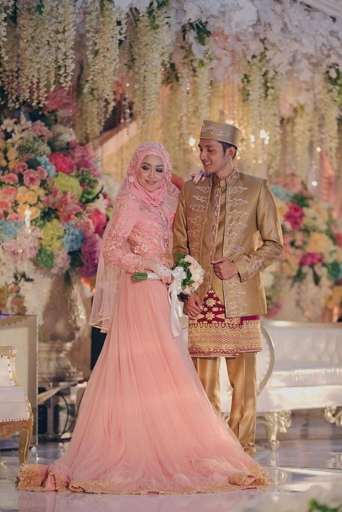 Bentuk Gaun Pernikahan Muslimah Syar'i S5d8 Gaun Kebaya Pernikahan Arum & Rizki Oleh Laksmi Kebaya