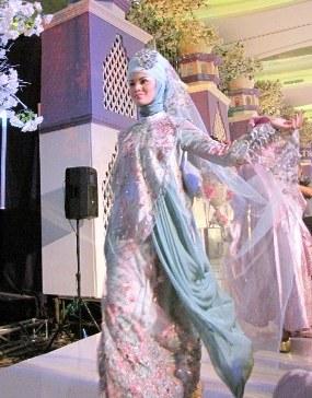 Bentuk Harga Sewa Gaun Pengantin Muslimah U3dh Gaun Pengantin Dengan Tema Flower Garden Of Princess 2012
