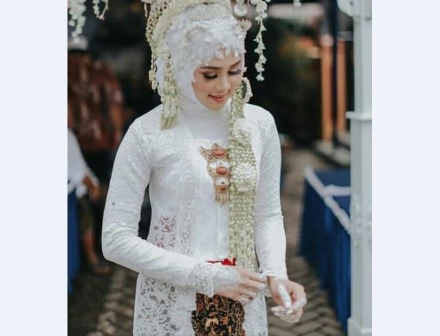 Bentuk Kebaya Pernikahan Muslimah Terindah Budm Kebaya Pengantin Muslimah Putih