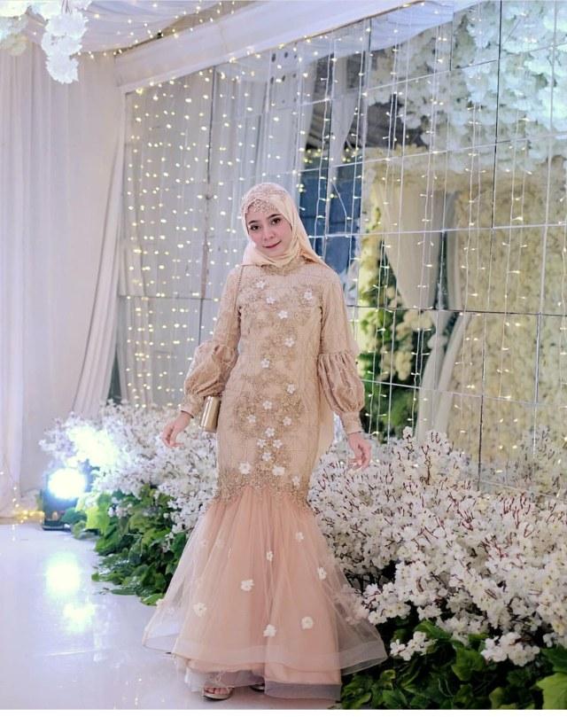 Design Baju Pengantin Muslim Untuk orang Gemuk Etdg 30 Model Baju Gamis Duyung Kekinian Fashion Modern Dan