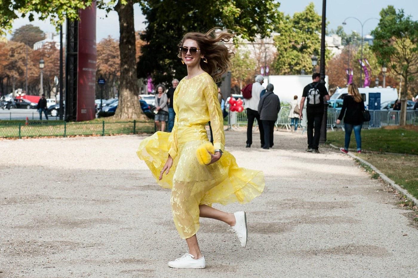 Design Baju Resepsi Pernikahan Muslimah E6d5 Datang Ke Acara Pernikahan Menggunakan Sneakers why Not