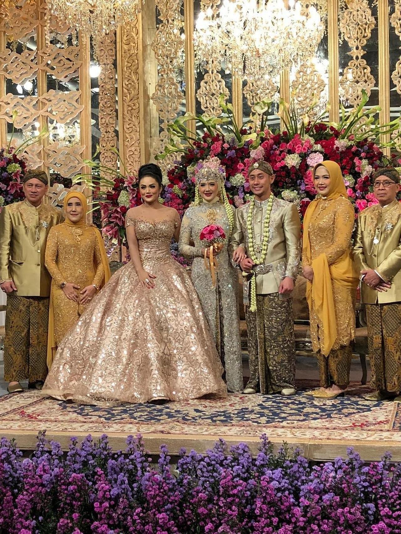 Design Foto Gaun Pengantin Muslimah Etdg Hijab Wedding Kekinian Bagus Gaun Pengantin Sunda Siger