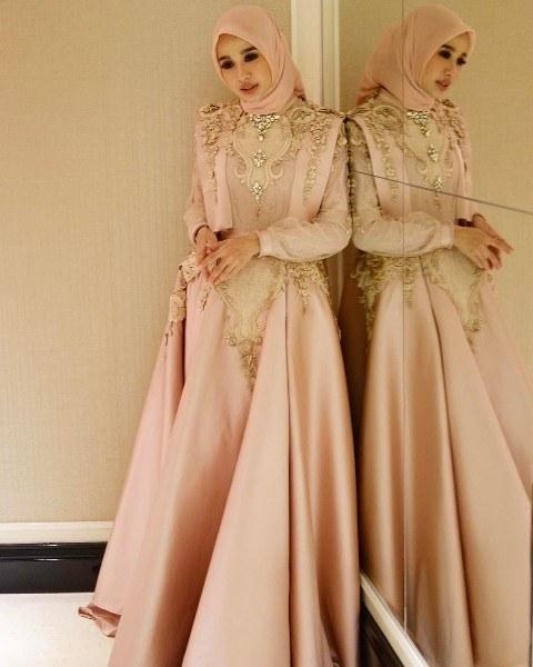 Design Gaun Pasangan Pengantin Muslim O2d5 √ 18 Model Baju Pesta Muslim 2020 Edisi Gaun Pesta