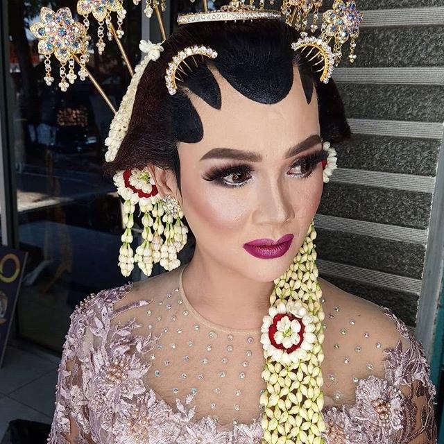 Design Gaun Pengantin Brokat Muslim Tldn butikkebayatemanggung Hashtag On Instagram S and Videos