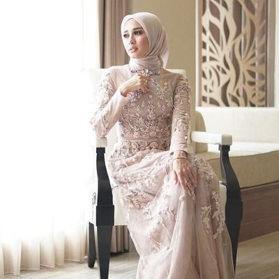 Design Gaun Pengantin Brokat Muslimah E6d5 Megahnya Gaun Pengantin Muslimah Para Selebriti Ini Banjir