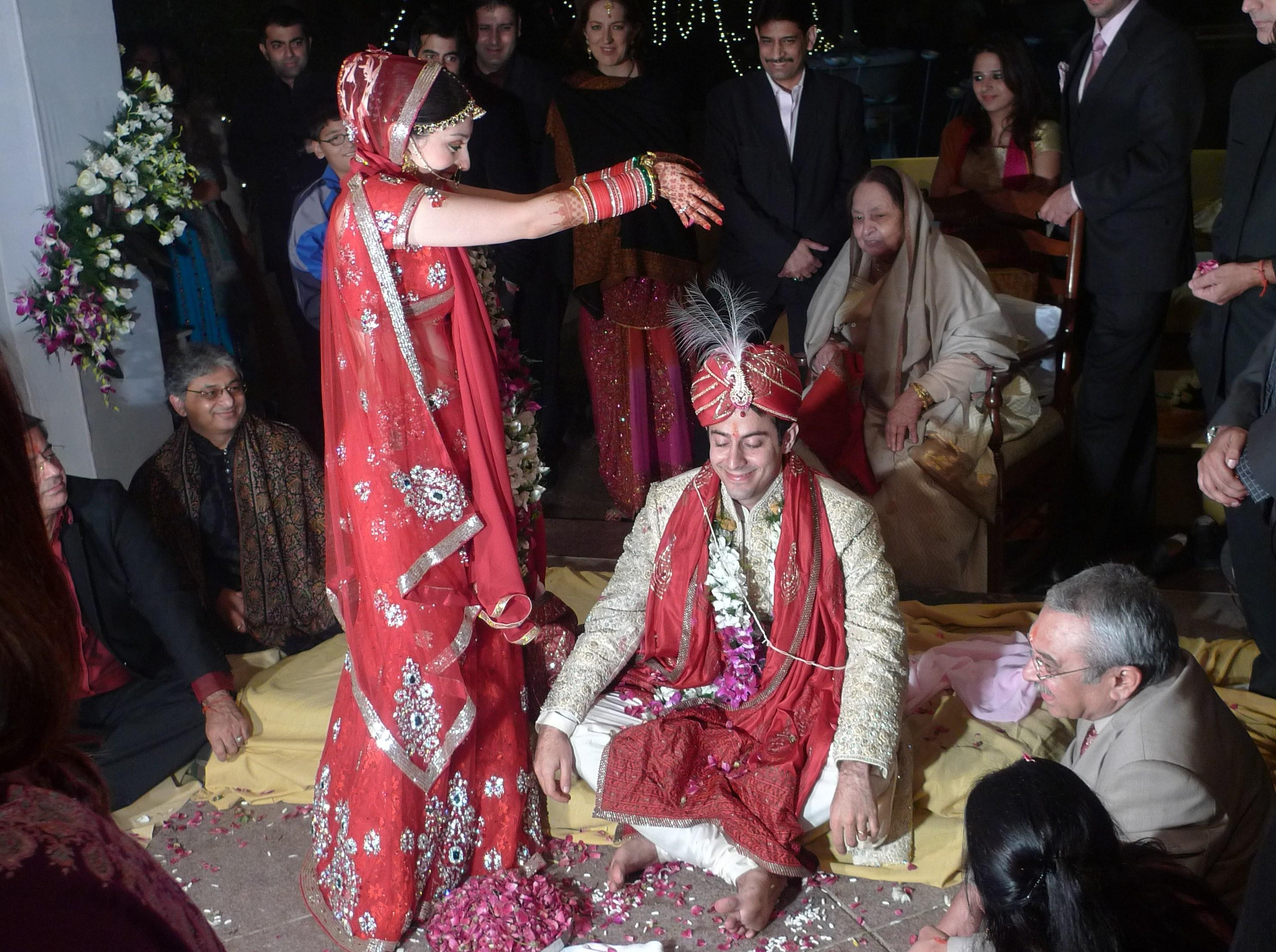 Design Gaun Pengantin Muslimah Gold Rldj Wedding