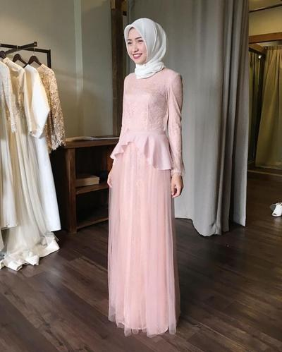 Design Gaun Pengantin Muslimah Untuk Tubuh Mungil Fmdf Tips Model Kebaya Muslim Untuk Kamu Yang Bertubuh Pendek