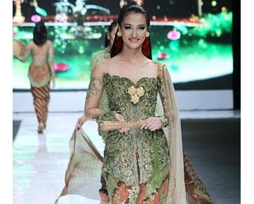 Design Gaun Pengantin Muslimah Untuk Tubuh Mungil H9d9 Tips Memilih Kebaya Pengantin Yang Tepat Untuk Hari Pernikahan