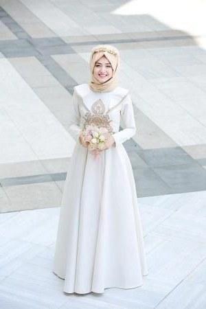 Design Gaun Pengantin Muslimah Untuk Tubuh Mungil Qwdq Jangan Bingung Ini Rekomendasi Baju Pesta Untuk Si Tubuh