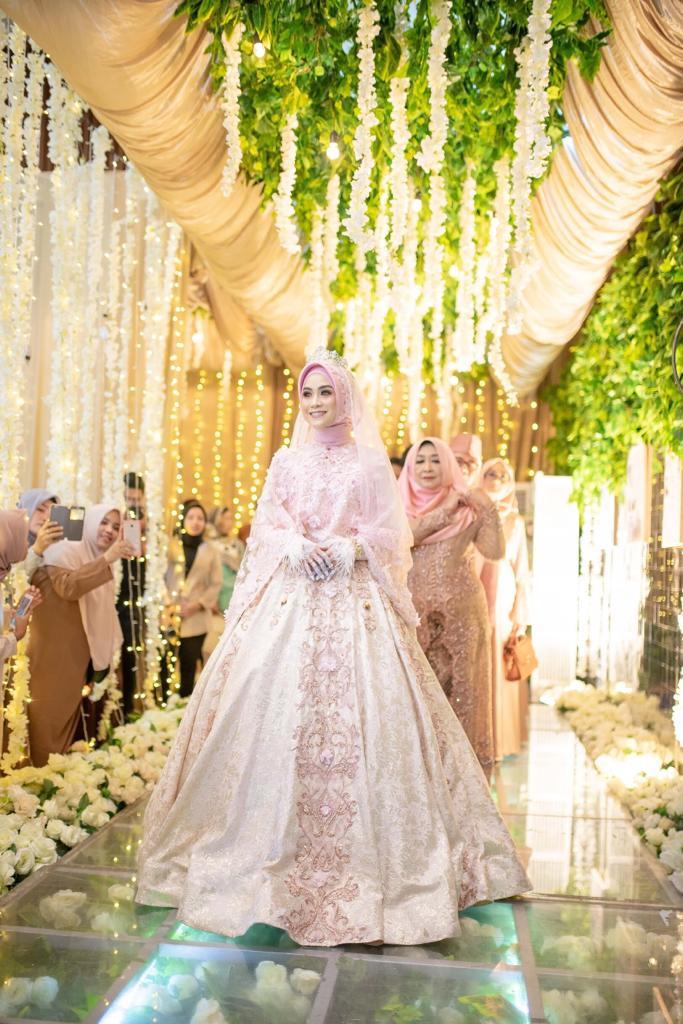 Gaun Pengantin Muslimah Bercadar Elegant Laksmi Muslimah solusi Sewa Busana Pengantin Muslimah Syar