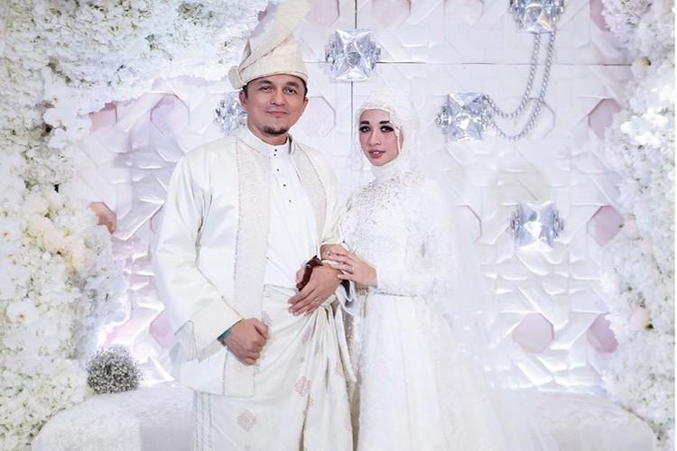 Gaun Pengantin Muslimah Modern Warna Putih Awesome 5 Gaun Pengantin Muslimah Modern & Simple Ala Selebriti