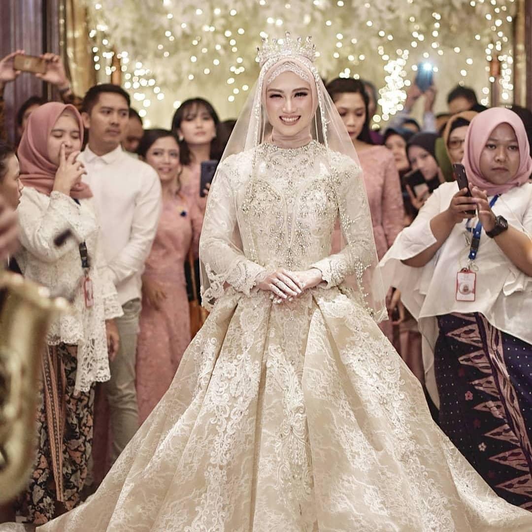 Gaun Pengantin Muslimah Modern Warna Putih Inspirational Trend Gaun Pengantin Muslimah Modern Artikel Wedding Market