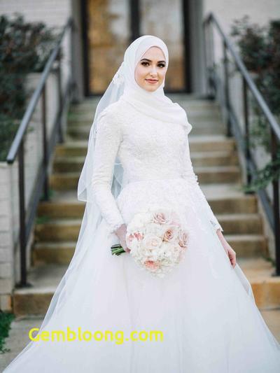 Gaun Sederhana Pengantin Berhijab Inspirational Jadi Ratu