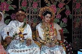 Ide Baju Kebaya Pengantin Muslim Modern Dwdk National Costume Of Indonesia