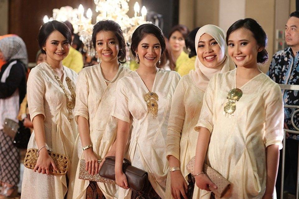 Ide Baju Pengantin Muslim Adat Sunda Jxdu Pernikahan Adat Sunda Yang Cantik Dan Mengusung Tema Garden