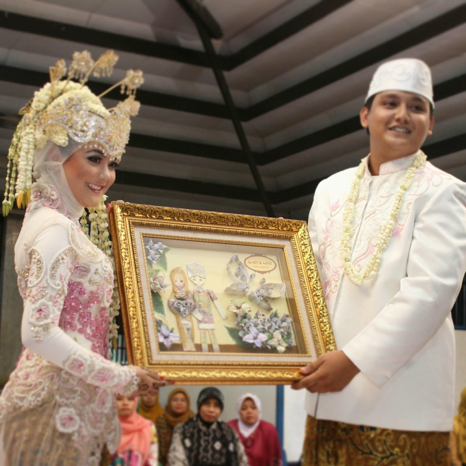 Ide Baju Pengantin Muslim Adat Sunda Rldj Cantik Ini Dia Pakaian Pengantin Adat Sunda Yang Elegan