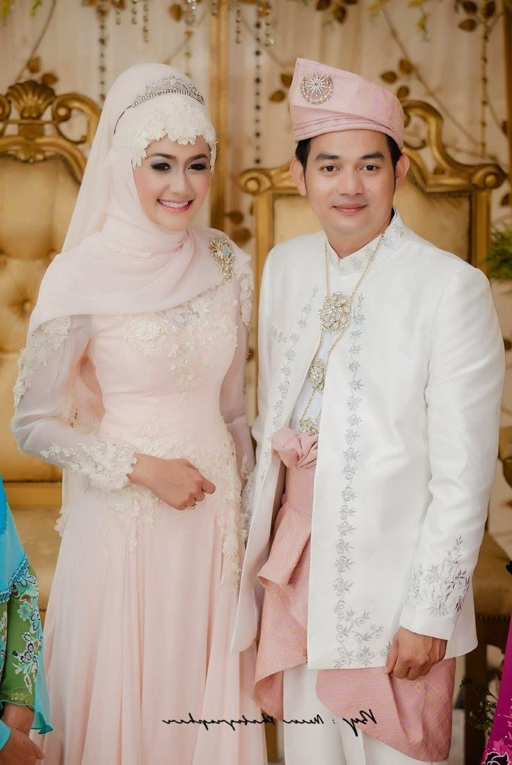 Ide Baju Pengantin Muslimah Jawa Syar'i J7do Contoh Baju Kebaya Pengantin Muslim Pasangan 736×1099