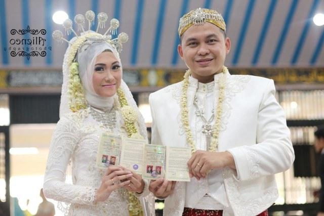 Ide Baju Pengantin Muslimah Jawa Syar'i J7do Konsep Pernikahan Pernikahan Serba Warna Putih