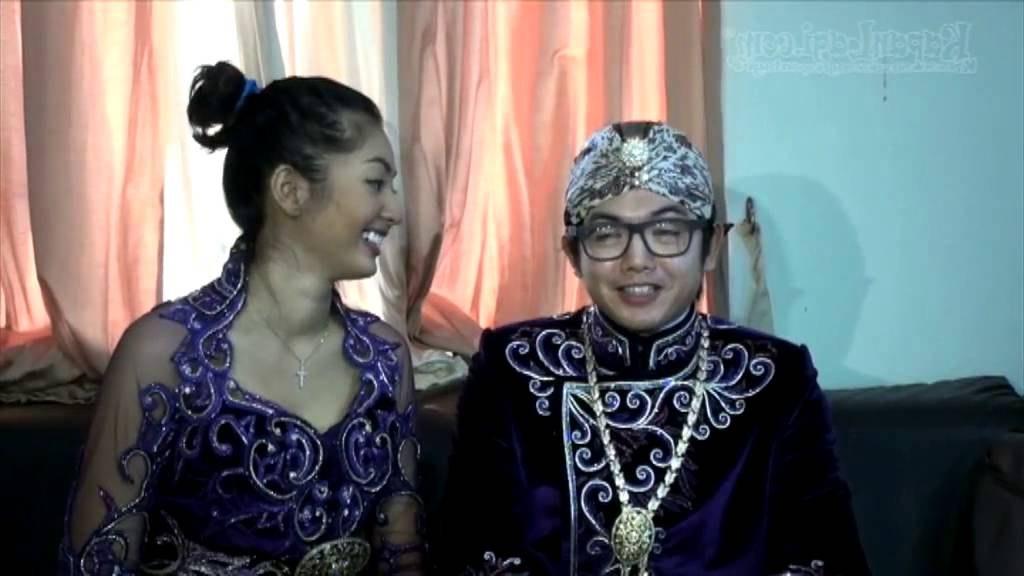 Ide Baju Pengantin Muslimah Jawa Syar'i S5d8 Nicky Tirta Terlihat Kaku Pakai Baju Pengantin Adat Jawa