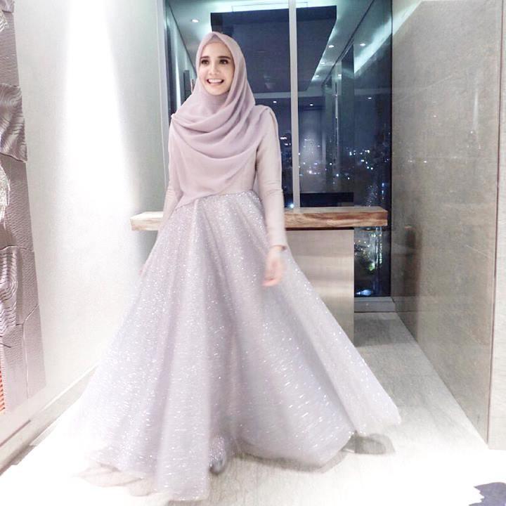Ide Dress Pernikahan Muslimah Q5df 12 Inspirasi Gaun Pengantin Muslimah Syar I Yang Tetap