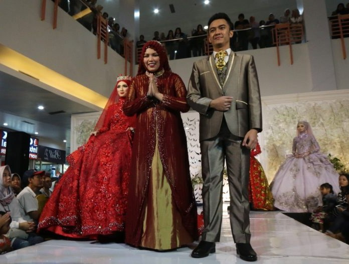 Ide Sewa Gaun Pengantin Muslimah Malang 8ydm Elita Salon and Wedding Gallery Usung Konsep Glamor Di 7