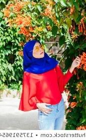 Inspirasi Baju Pengantin Muslim Modern Rldj Muslim Girls Stock S & Vectors