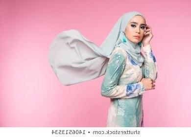 Inspirasi Baju Pengantin Muslimah Modern 2017 3id6 Muslim Girls Stock S & Graphy