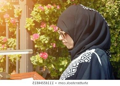 Inspirasi Baju Pengantin Muslimah Modern 2017 Etdg islamic Woman Stock S & Vectors