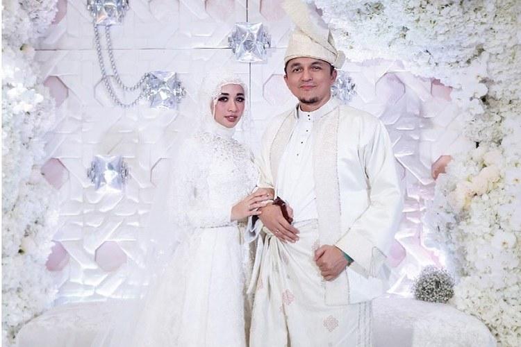 Inspirasi Busana Pengantin Muslimah Modern Q5df 5 Gaun Pengantin Muslimah Modern & Simple Ala Selebriti